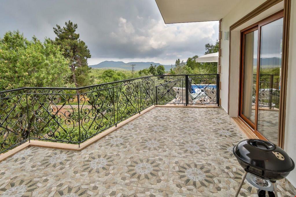Villa Galya